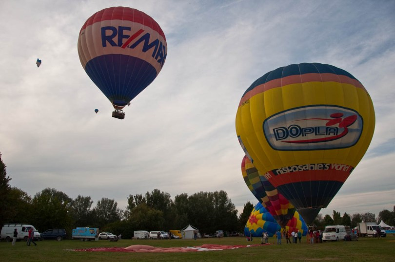 Balloons taking off - Ferrara Balloons Festival 2016 - Italy - www.rossiwrites.com