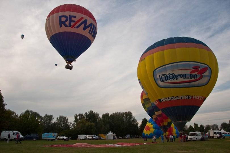 Balloons taking off - Ferrara Balloons Festival 2016 - Italy - www.rossiwrites.com