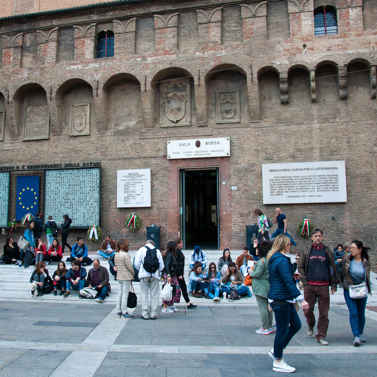 616433167058a9 The entrance to Sala Borsa and the covered square - Bologna