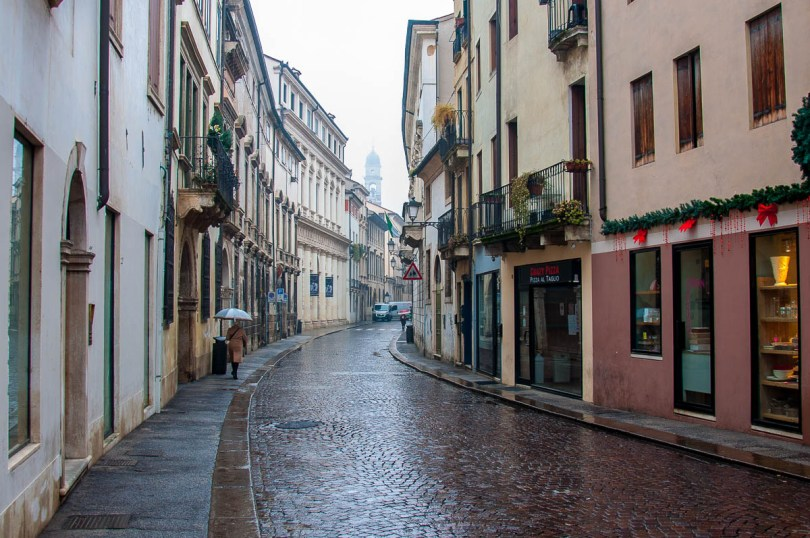 A curving street on a rainy day - Vicenza, Veneto, Italy - www.rossiwrites.com