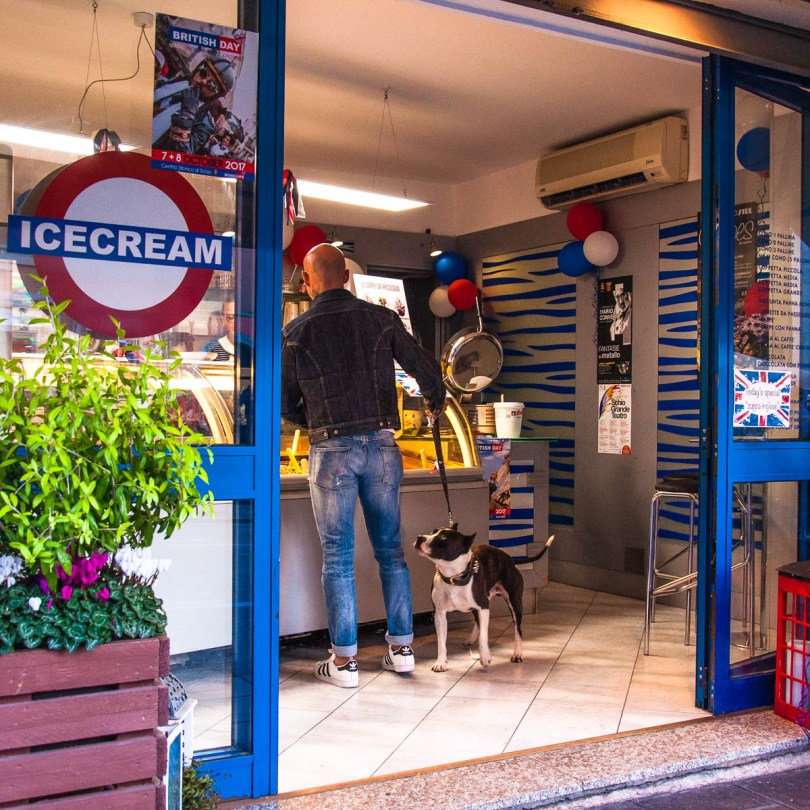 An Italian gelateria dressed up as a British ice-cream shop - British Day Schio - Veneto, Italy - www.rossiwrites.com