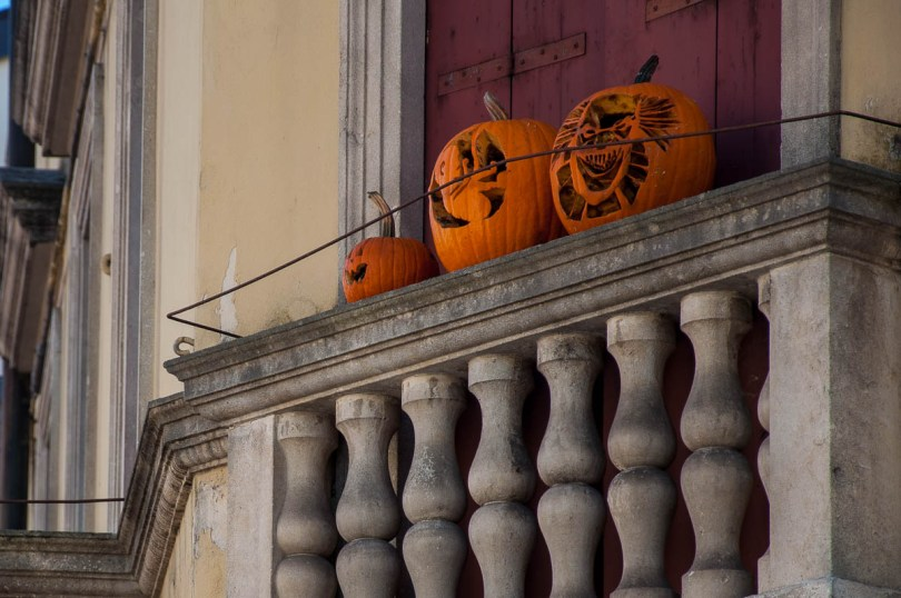 How to say 'Trick or Treat' in Italian - Dolcetto o scherzetto - Vicenza, Veneto, Italy - www.rossiwrites.com