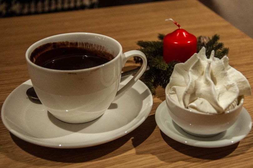 Hot chocolate with whipped cream - Capo di Latte Gelateria - Vicenza, Italy - www.rossiwrites.com