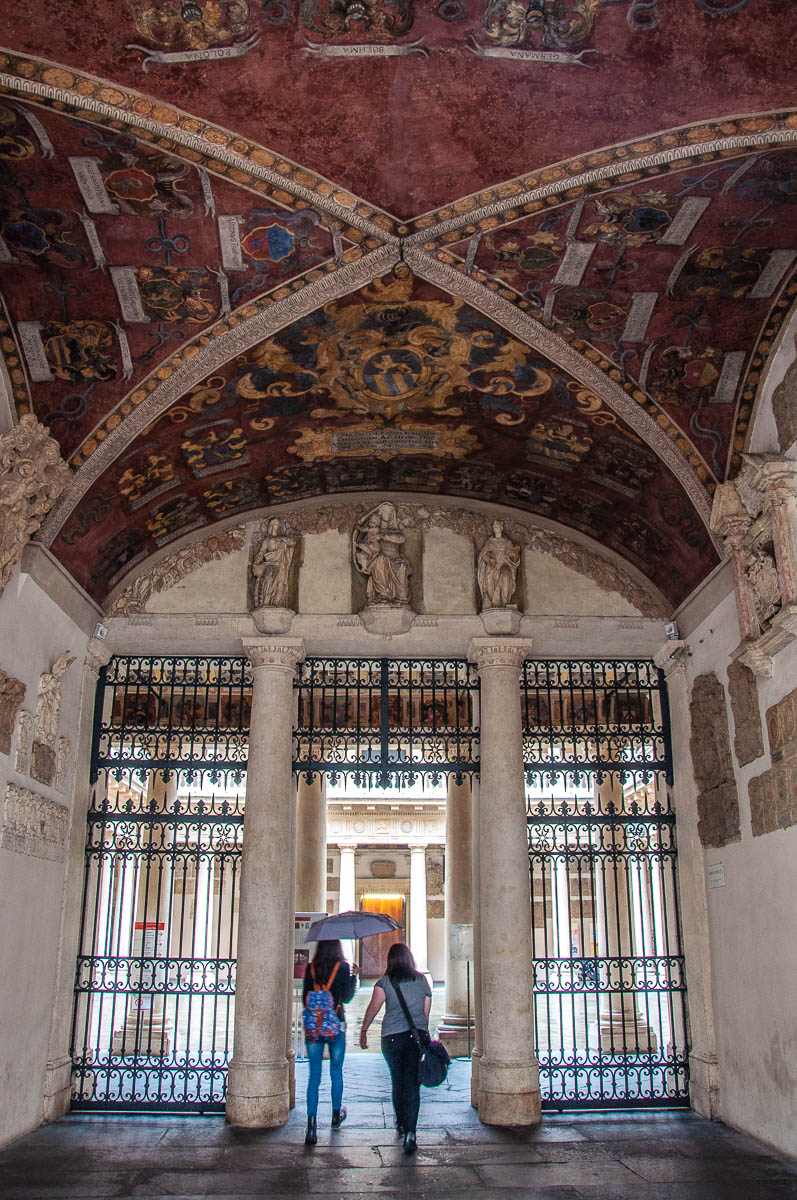 Entering the Monumental courtyard - University of Padua - Padua, Veneto, Italy - www.rossiwrites.com