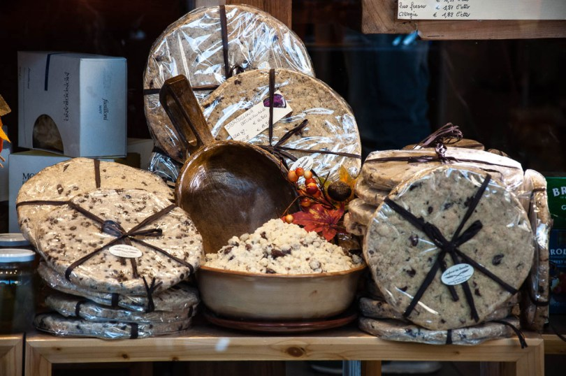 Sbrisolona Cake - Mantua, Lombardy, Italy - rossiwrites.com