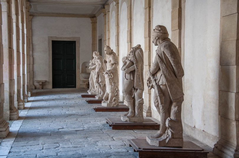 The statues in the courtyard - Villa Pisani, Stra, Veneto, Italy - www.rossiwrites.com