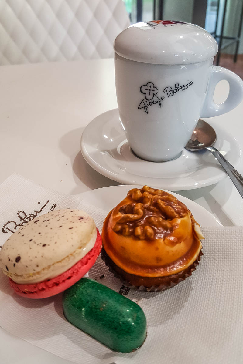 Fabulous cake shop in Vicenza, Italy - www.rossiwrites.com