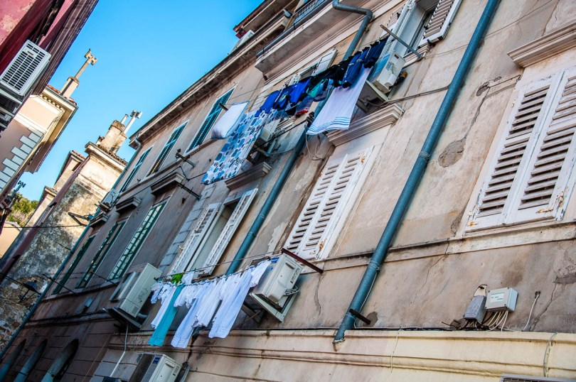 Building with laundry on the clotheslines - Piran, Slovenia - www.rossiwrites.com