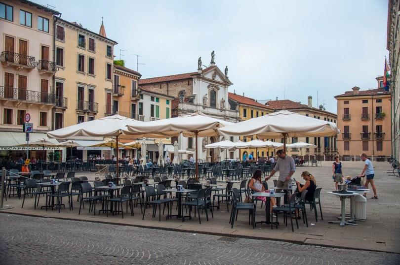 Cafe Culture - Piazza dei Signori, Vicenza, Veneto, Italy - www.rossiwrites.com