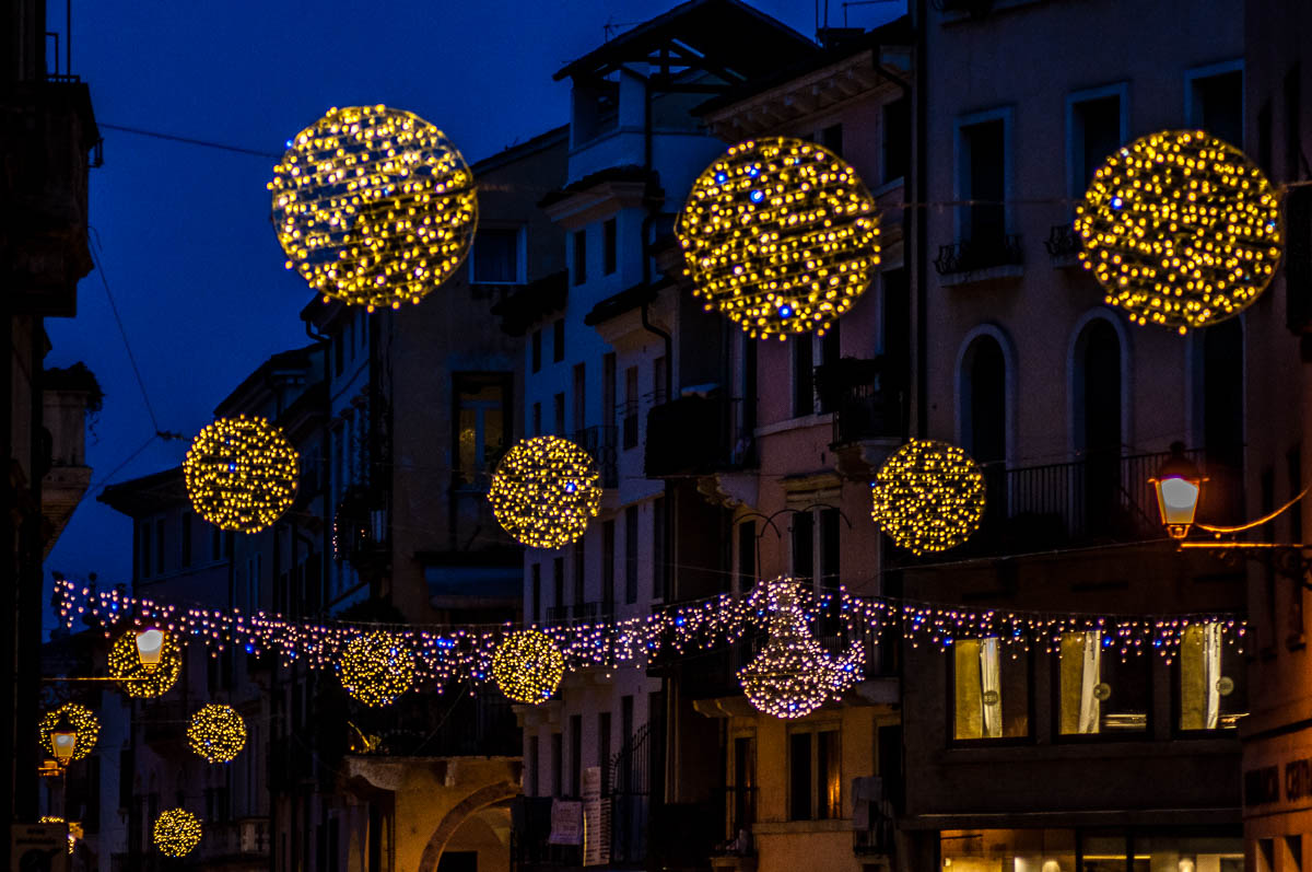 Christmas Lights above Corso Palladio - Vicenza, Italy - www.rossiwrites.com