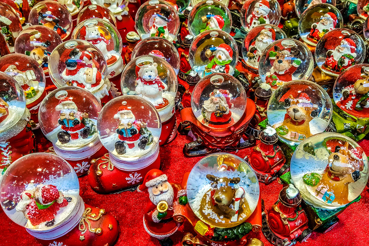 Christmas snowballs - Verona, Italy - www.rossiwrites.com