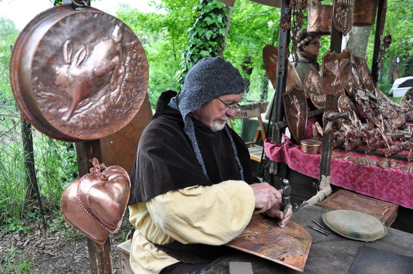 A craftsman at a medieval market - Montecchio Maggiore, Italy - www.rossiwrites.com