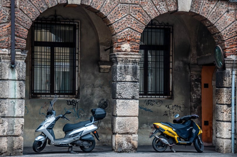 Bikes and arches - Vicenza, Italy - www.rossiwrites.com
