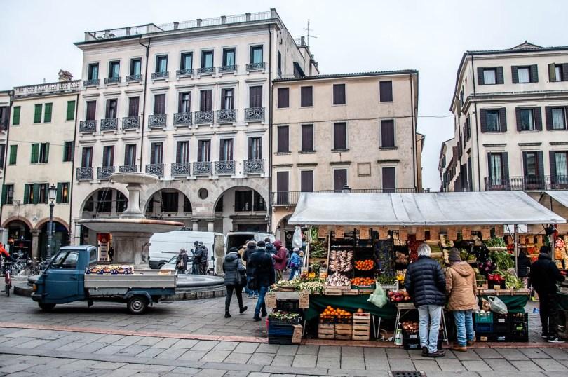 Fruit and veg market - Padua, Veneto, Italy - www.rossiwrites.com