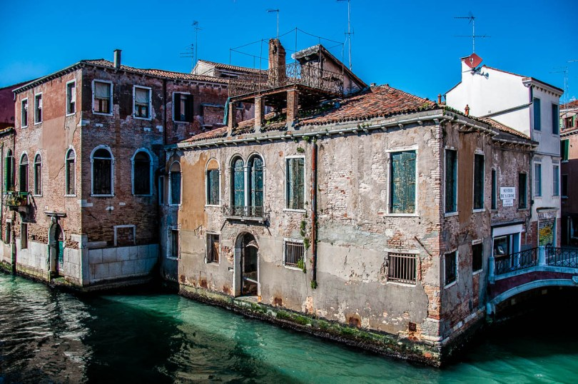 House on a canal - Venice, Italy - www.rossiwrites.com