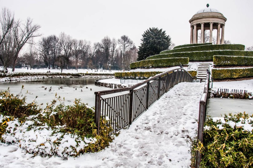 Parco Querini covered in snow - Vicenza, Italy - www.rossiwrites.com