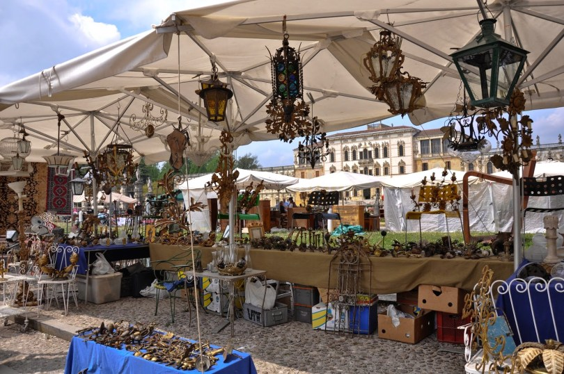 Stall with chandeliers at the antiques market - Piazzola sul Brenta, Veneto, Italy - rossiwrites.com
