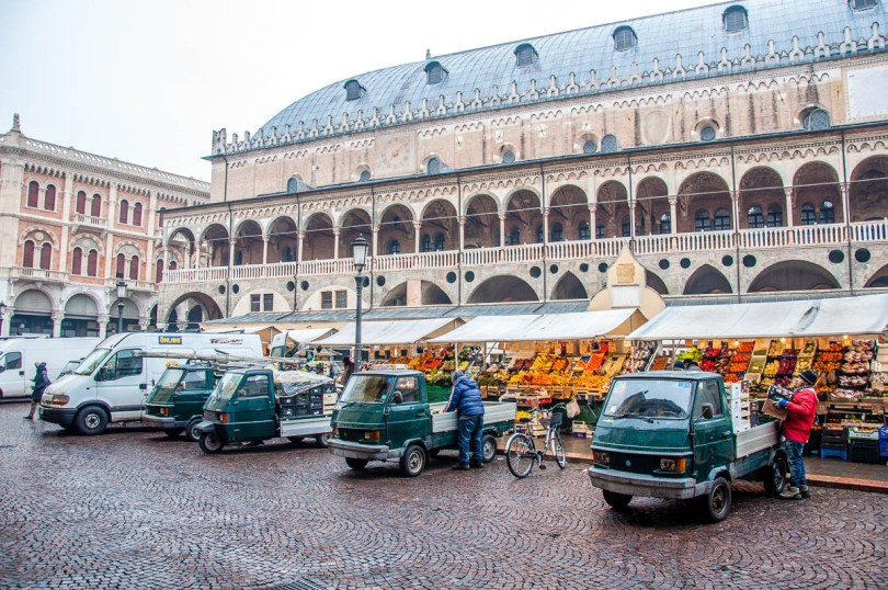 The fleet of Apes serving the daily market - Padua, Veneto, Italy - www.rossiwrites.com