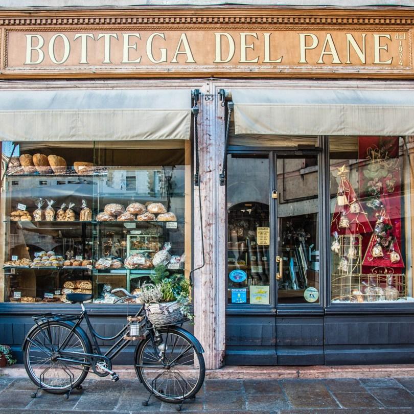 Traditional Italian bakery - Bassano del Grappa, Italy - Italian food - www.rossiwrites.com