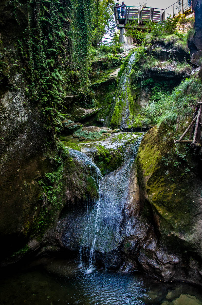 The waterfalls with the bow-shaped viewpoint - Grotte di Caglieron, Fregona, Veneto, Italy - www.rossiwrites.com