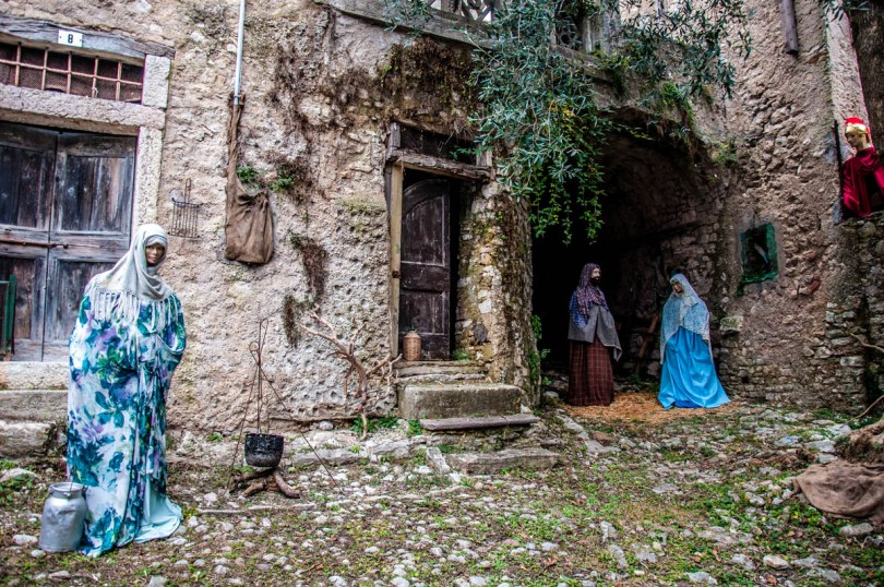 A full-size Nativity scene in the frontyard of an abandoned house - Campo di Brenzone, Lake Garda, Italy - www.rossiwrites.com