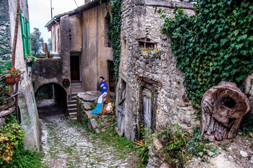 Ancient cobbled street with a Nativity Scene - Campo di Brenzone, Lake Garda, Italy - www.rossiwrites.com