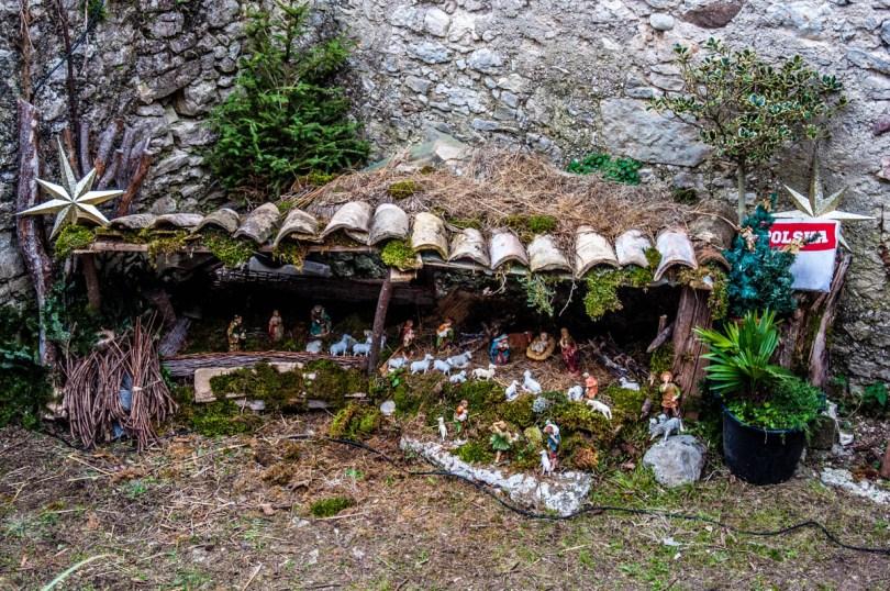 Nativity Scene in a frontyard - Campo di Brenzone, Lake Garda, Italy - www.rossiwrites.com
