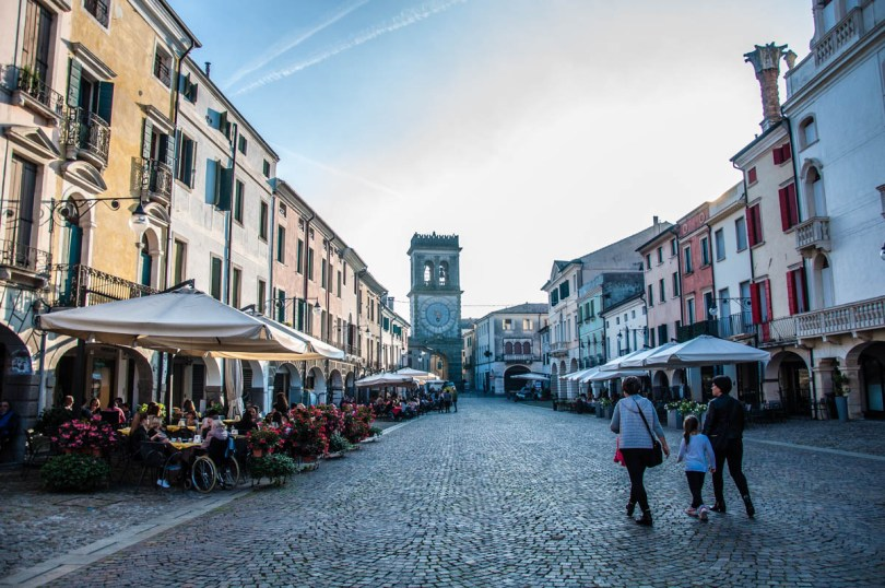 The town's high street - Este, Veneto, Italy - www.rossiwrites.com