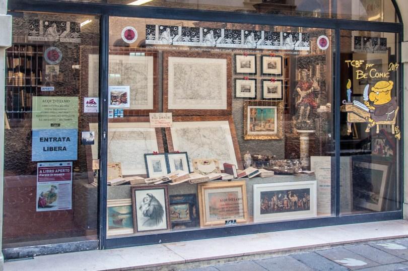 Bookshop - Padua, Italy - rossiwrites.com