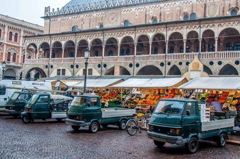 The fleet of Apes serving the daily market - Padua, Veneto, Italy - rossiwrites.com