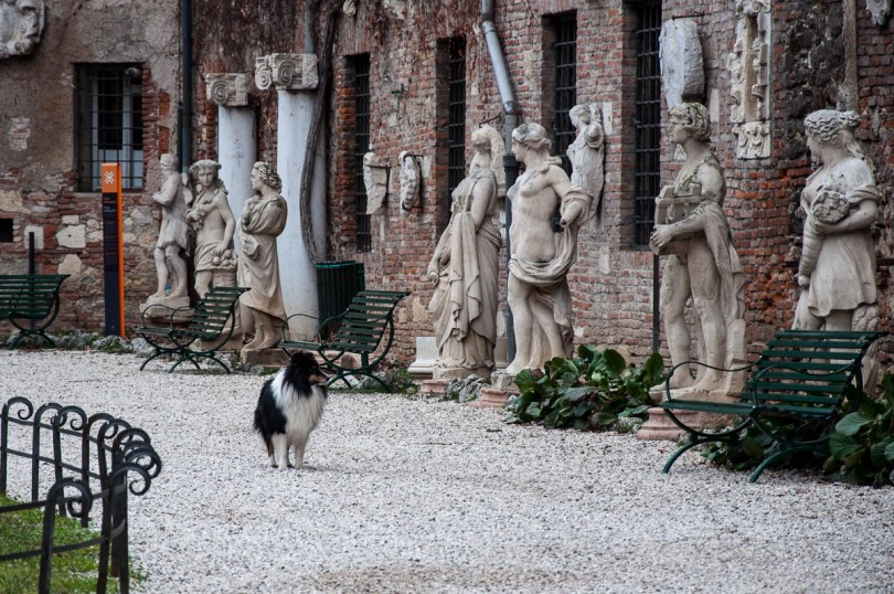 Appreciating art - Garden of Teatro Olimpico - Vicenza, Veneto, Italy - rossiwrites.com