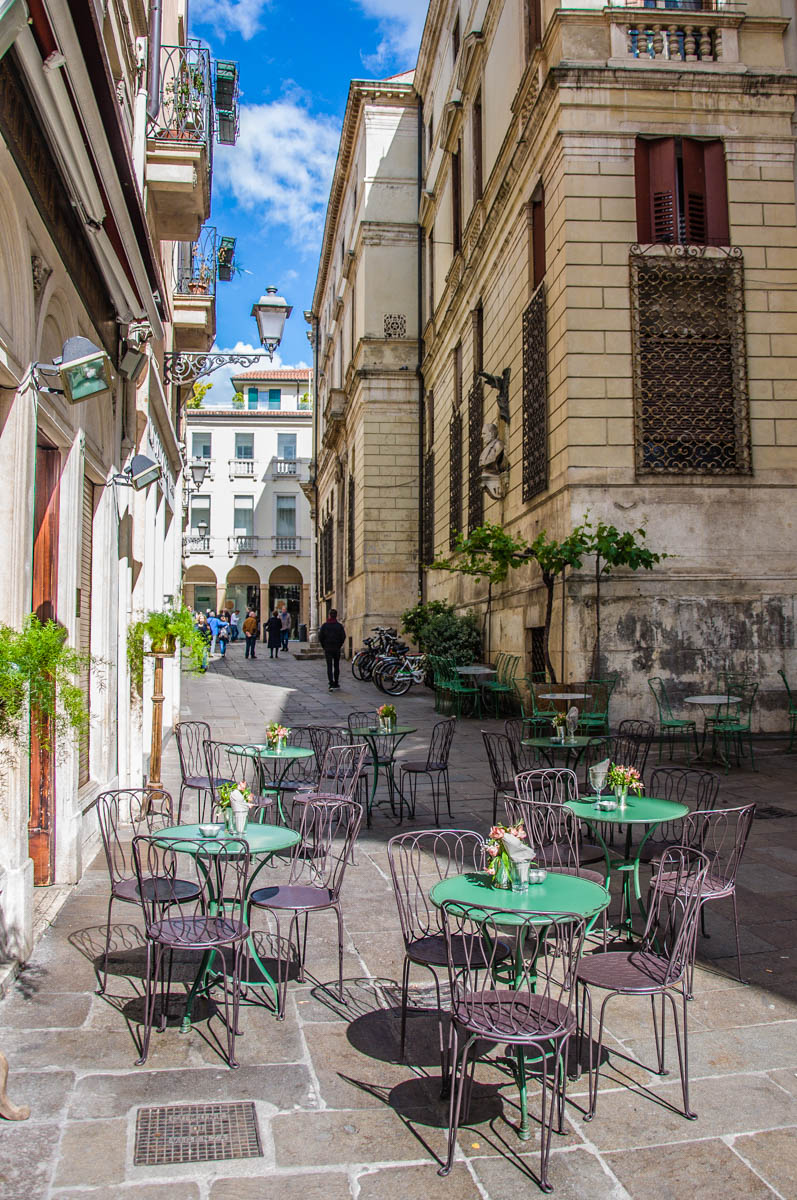 Outside tables - Vicenza, Veneto, Italy - rossiwrites.com