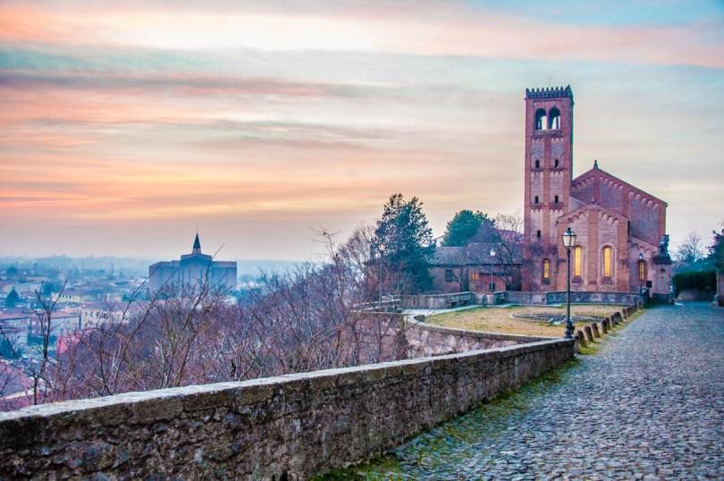 Night falls over Monselice - Veneto, Italy - rossiwrites.com