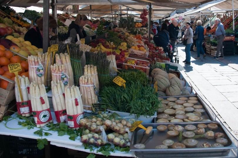 Fresh spring produce at Padua's 800-years old market - Padua, Veneto, Italy - rossiwrites.com