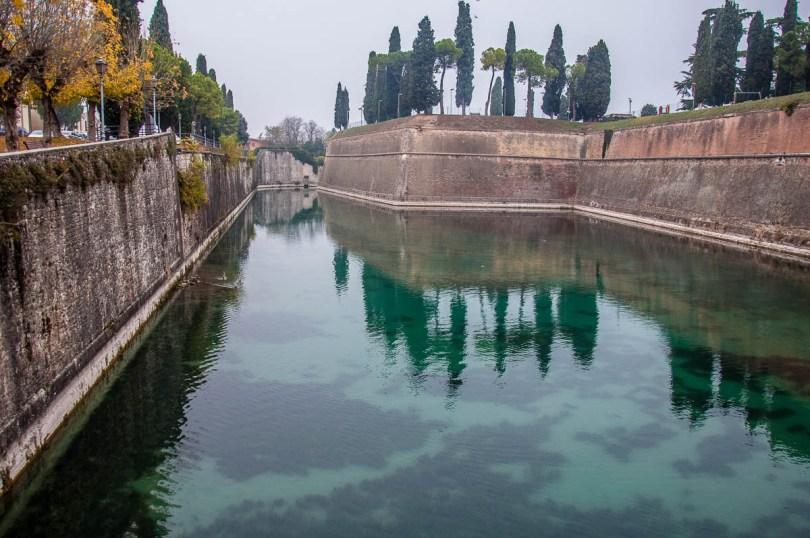 The defensive walls of Peschiera del Garda - Lake Garda, Italy - rossiwrites.com