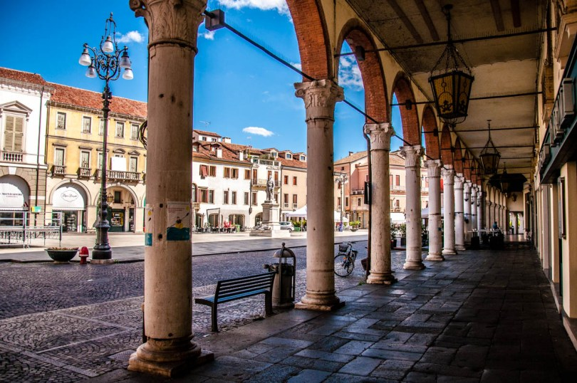 View of Rovigo's central square - Veneto, Italy - rossiwrites.com