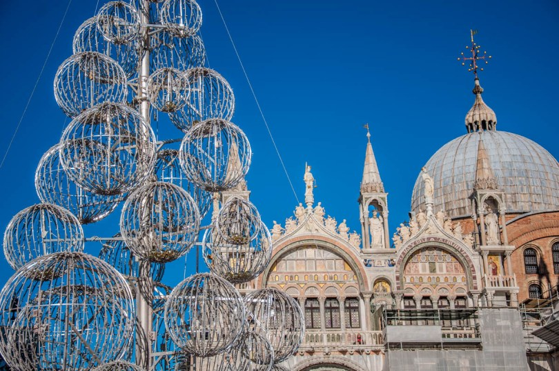 Christmas tree - Venice, Italy - rossiwrites.com