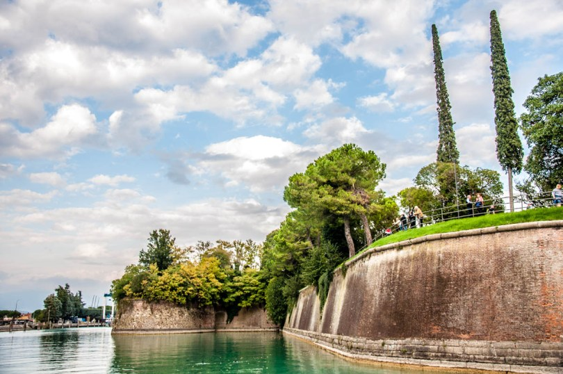 View of the defensive walls - Peschiera del Garda, Lake Garda, Italy - rossiwrites.com