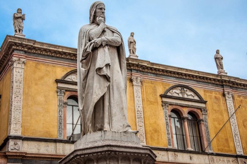 Dante's statue at Piazza dei Signori - Verona, Veneto, Italy - rossiwrites.com