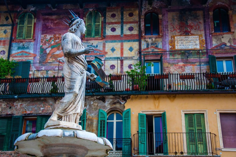 Madonna Verona fountain with the Mazzanti Houses - Verona, Veneto, Italy - rossiwrites.com