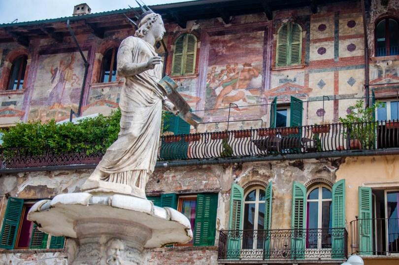 Madonna Verona fountain with the Mazzanti Houses - Verona, Veneto, Italy - rossiwrites.com