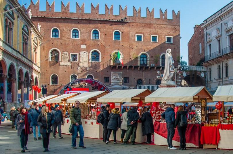 Market at Piazza dei Signori - Verona, Veneto, Italy - rossiwrites.com