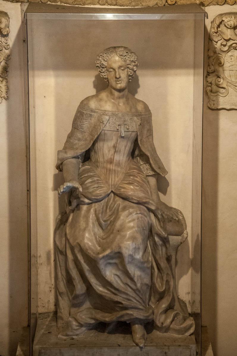 Statue of Elena Cornaro Piscopia - University of Padua - Padua, Veneto, Italy - rossiwrites.com