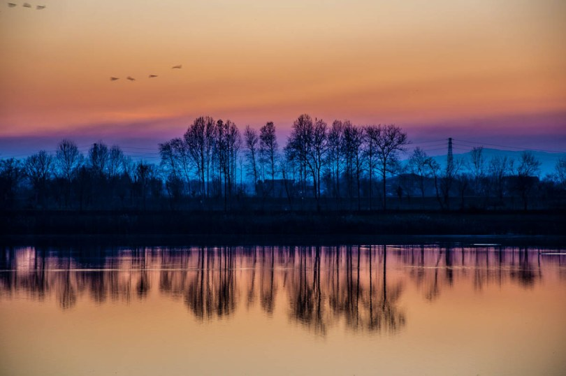 Night is falling over Lake Camazzole - Province of Padua, Veneto, Italy - rossiwrites.com