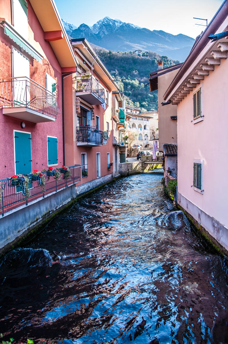 The shortest river in Italy - River Aril - Cassone, Lake Garda, Veneto, Italy - rossiwrites.com