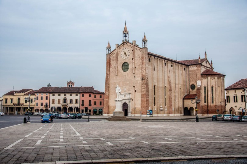 Piazza Vittorio Emanuele - Montagnana - Veneto, Italy - rossiwrites.com