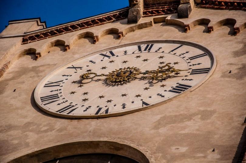 The clock on the Duomo's facade - Montagnana, Veneto, Italy - rossiwrites.com