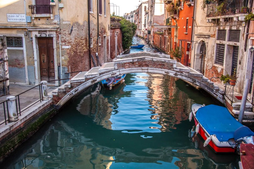 Ponte Chiodo - the bridge without railings - Venice, Italy - rossiwrites.com