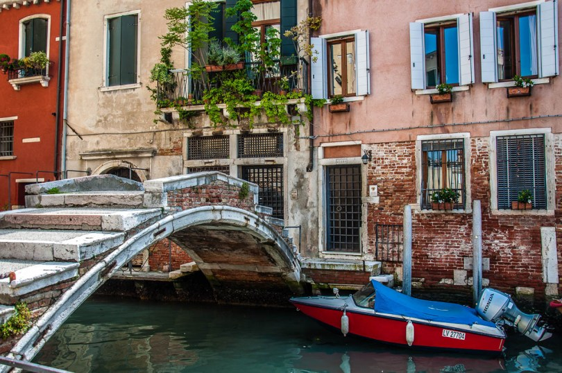 Ponte Chiodo in the sestiere of Cannaregio - Venice, Italy - rossiwrites.com