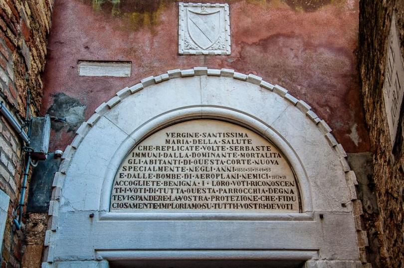 Sotoportego di Corte Nova - Venice, Italy - rossiwrites.com